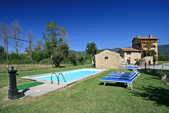 Tower House private pool just 3 km from Cortona