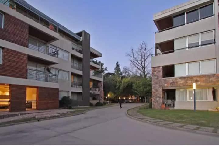 Amplio Dpto en Complejo en Villa Belgrano c/seg.