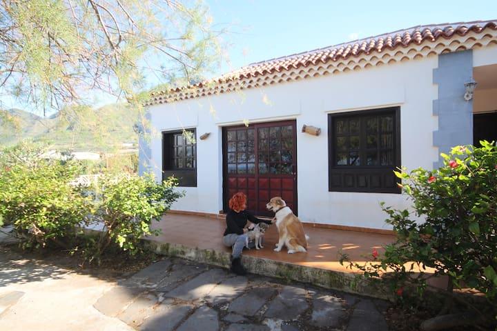 Casa Enriadero,la Arocha.Finca Rural con animales.