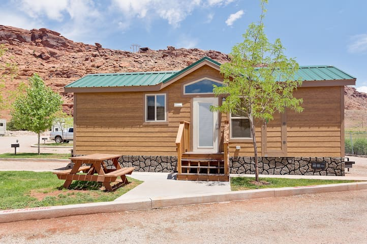 Desert Cottage w/ 2 bedrooms and 5 beds