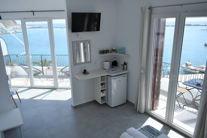 Luminous apartment with Tinos port view