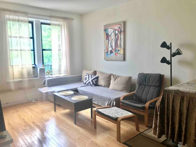 Beautiful one-bedroom get away with park view