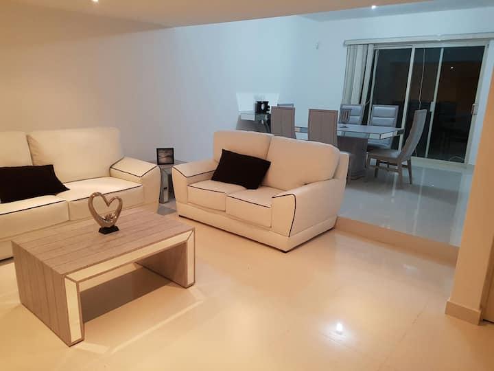 Habitación con wc completo  en casa compartida