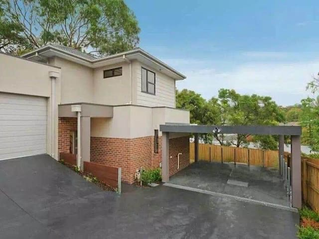 Brand New Spacious whole house in BURWOOD