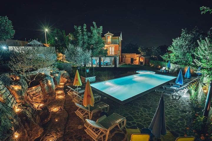 Beautiful  Villa with  swimming pool near Makarska