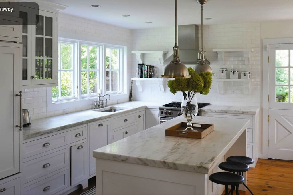 Marble kitchen with Bosch, Sub-zero and Wolf appliances