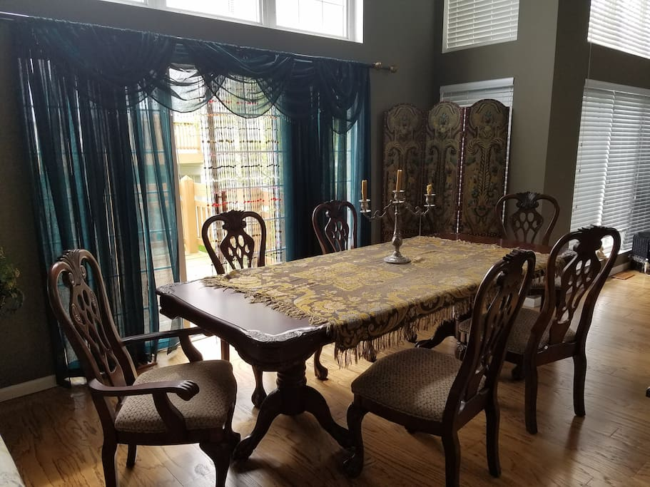 Kings Dining Table
