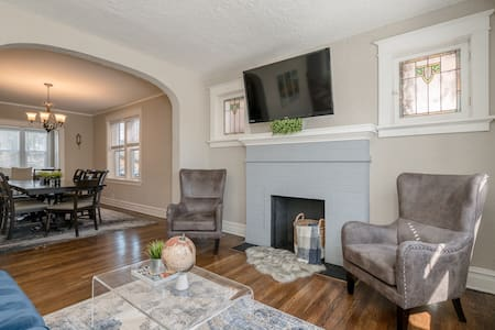 Spacious & Modern   2-Story Home with Classic Touches I JZ Vacation Rentals