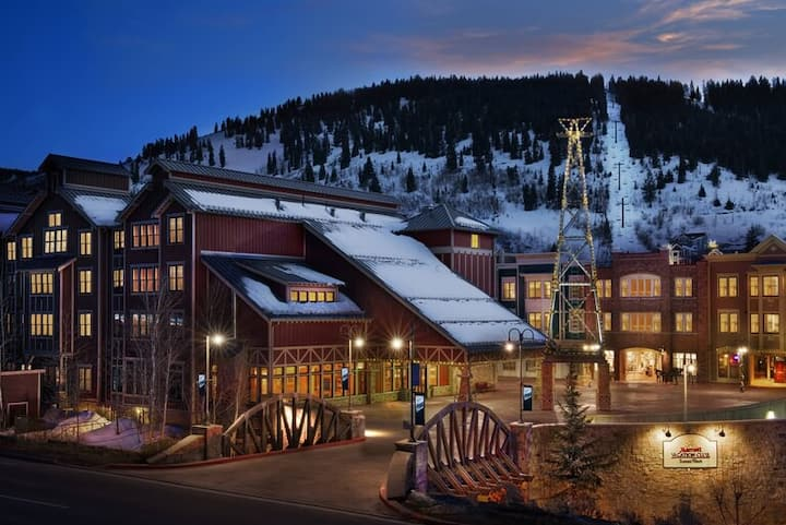 Perfect downtown location at the Park City lift