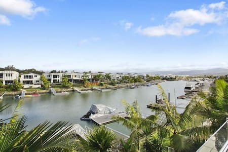 Harbour and Mountain views, simply breath taking! - Helensvale