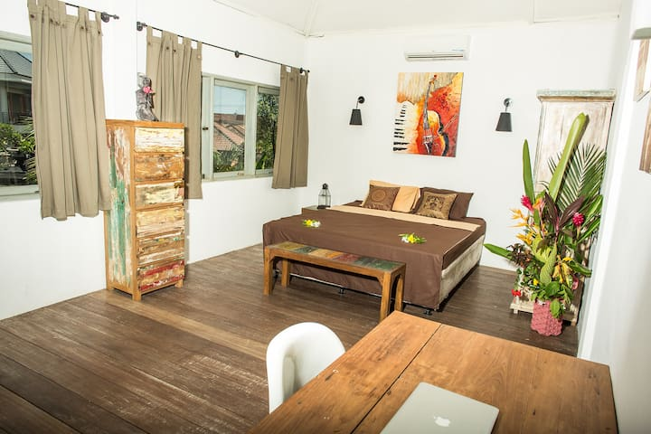 One large bed room in Villa Mango