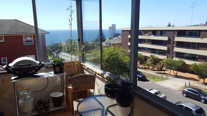 Comfy, convenient, ocean views near Bondi Beach
