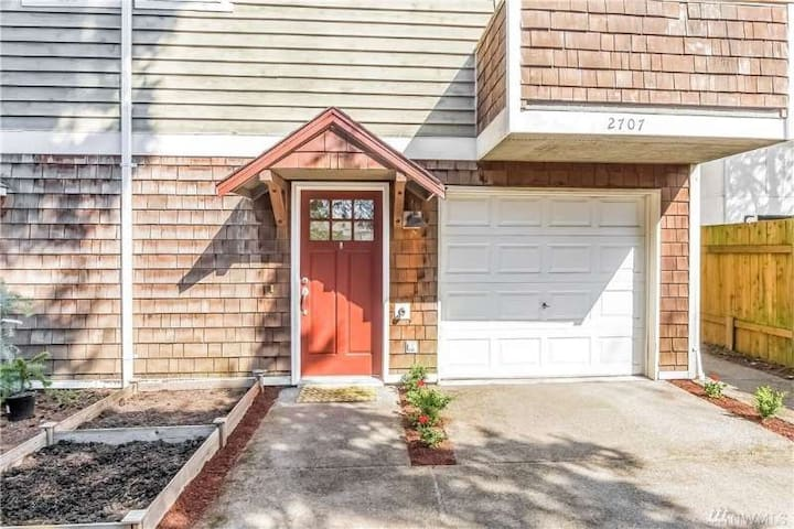 3 bed 3 bath townhouse in lake city