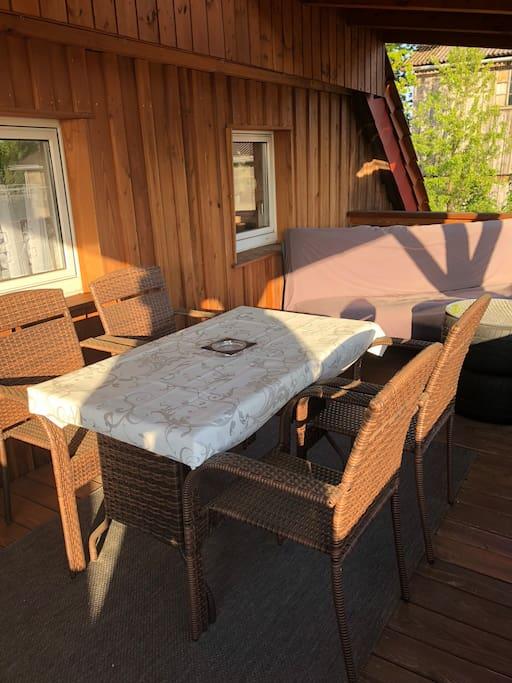 gem tliche wohnung mit gro em balkon wohnungen zur miete in b rnau bayern deutschland. Black Bedroom Furniture Sets. Home Design Ideas