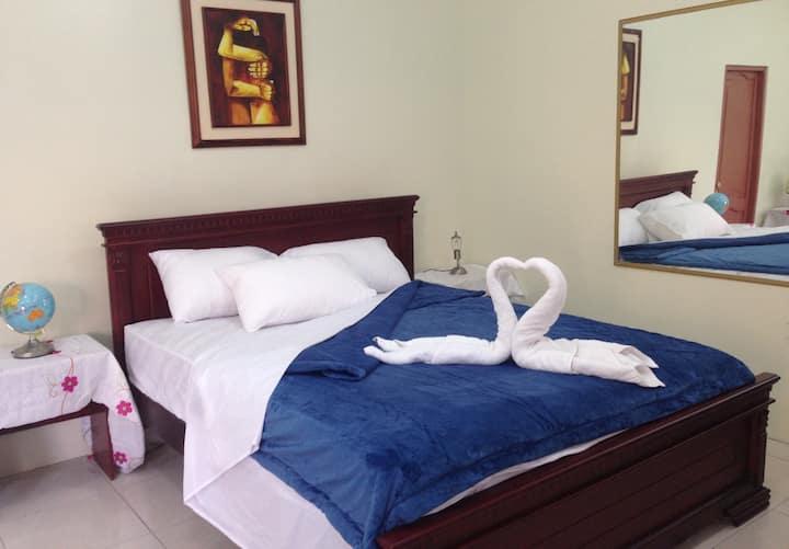 Habitacion doble, cama matrimonial y baño privado