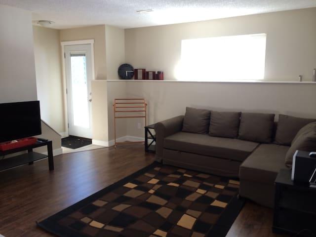 Bright & spacious 2 bedroom suite. - Canmore - Leilighet