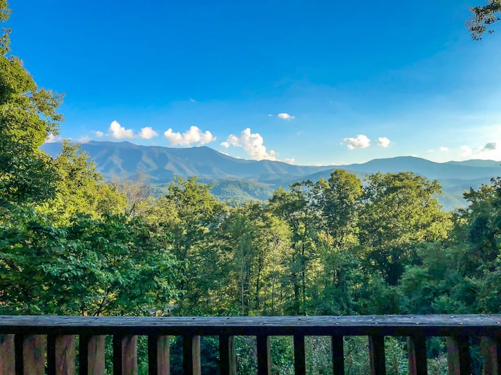 Gorgeous Views of Mt. Leconte/Near DwTn Gatlinburg