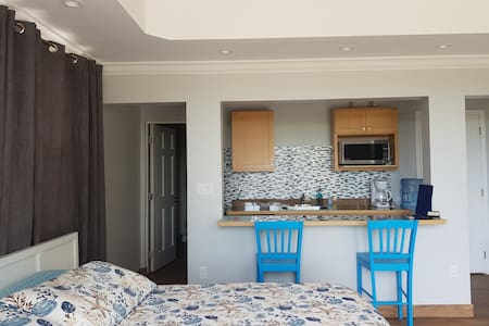 Erisa Private En-suite  ½ mile from Gracebay Beach