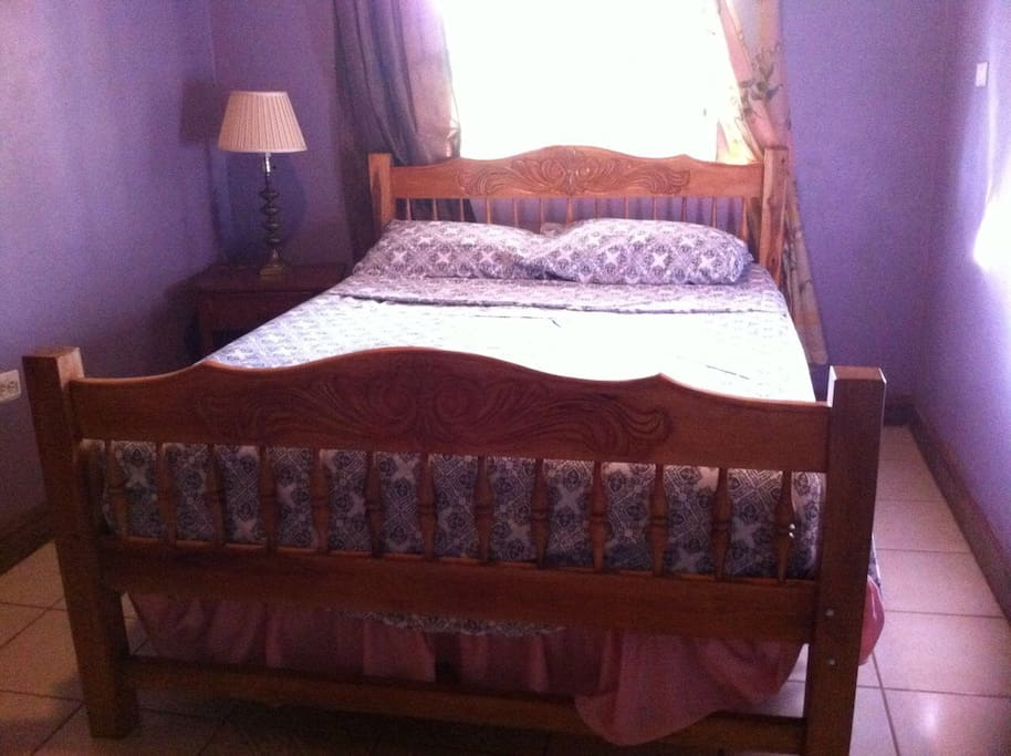 Lila bedroom - double bed