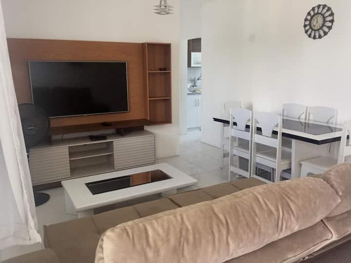Apartamento completo bem mobiliado e confortável.