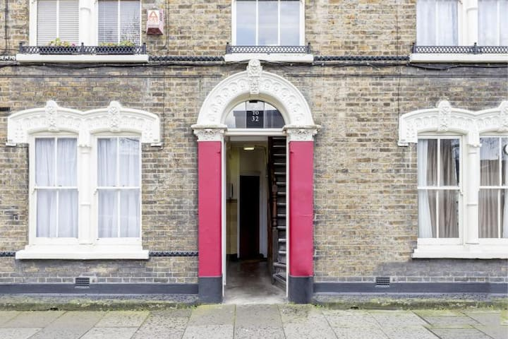ZONE 1 Central London -triple for 2, 3 or 4 people