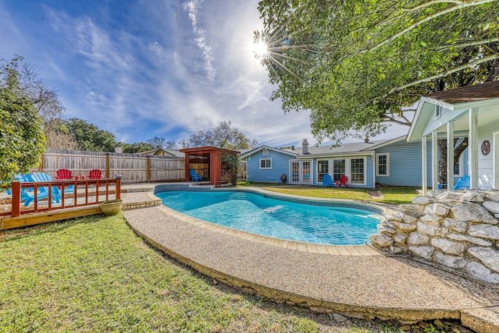 Beautiful, family-friendly home w/ private pool - close to Six Flags!