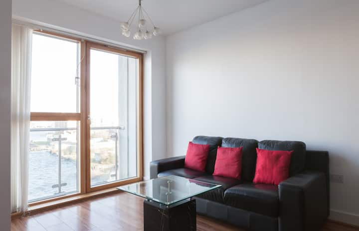 Docklands Water View Apartment