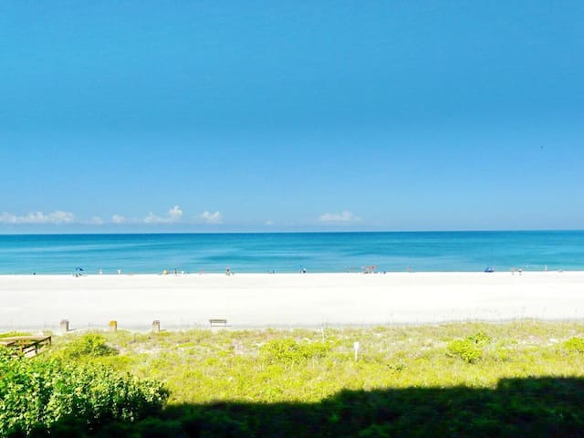 One-of-a-kind beachfront condo w/ panoramic view of beach
