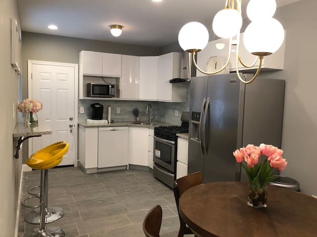 **36 Market** Apt near USMLE Step 2CS and Upenn