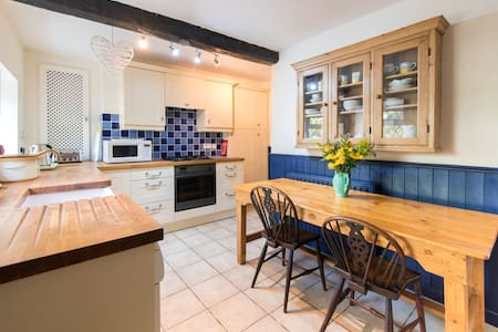 Half Moon Cottage | Knaresborough | Sleeps 5 - Knaresborough