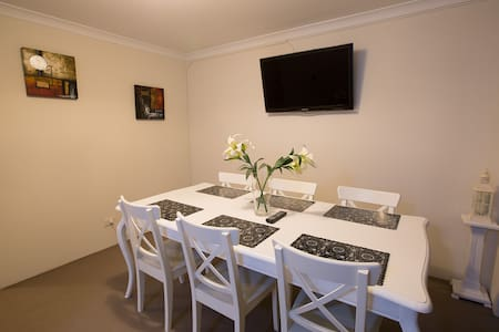 COSY CITY LIVING - Close to Everything - South Perth - Szeregowiec