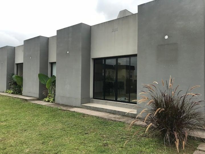 Casa en Barrio Priv. de Yerba Buena,nueva,completa