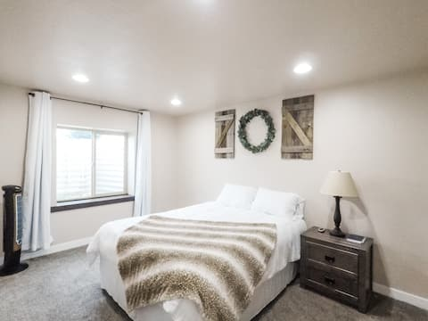 Clean & Comfy Apple Seed Suite in Santaquin