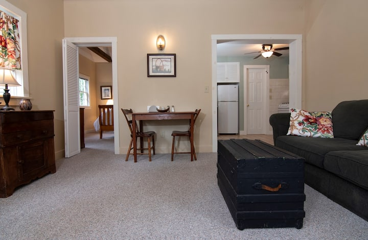 Brittany Cottage - Featherbed Inn B&B