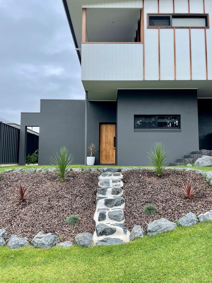 Brand New Modern & Private Granny Flat in Korora