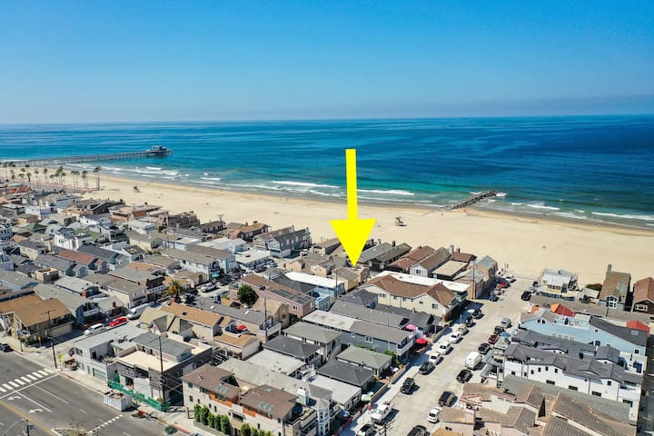1 Home off the Sand w/ Rooftop Deck Walk to Pier