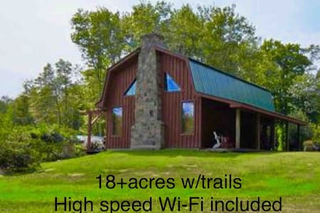 Cozy Post & Beam Barn Cabin w/Park near Bethel