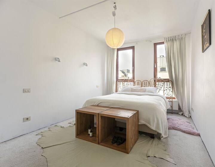 Spacious & eclectic loft