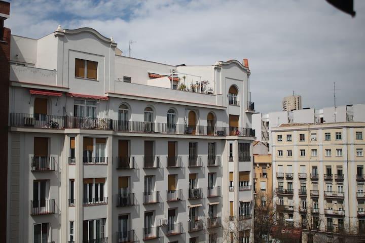 Habitación privada-luminosa Retiro - Madrid - Apartemen