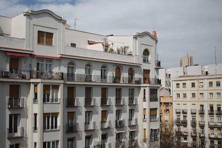 Habitación privada muy luminosa - Madrid