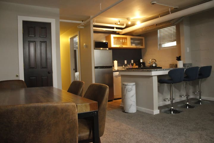 Downtown MPLS Eclectic Flat - Walk from XGAMES!