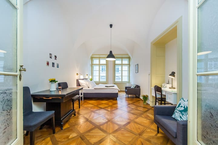 Cozy Prague Castle Studio