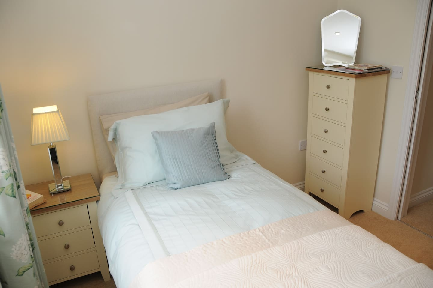 One of the two single bedrooms in Dray cottage