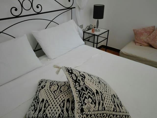 SWEET SARDINIA ROOM, KING SIZE BED