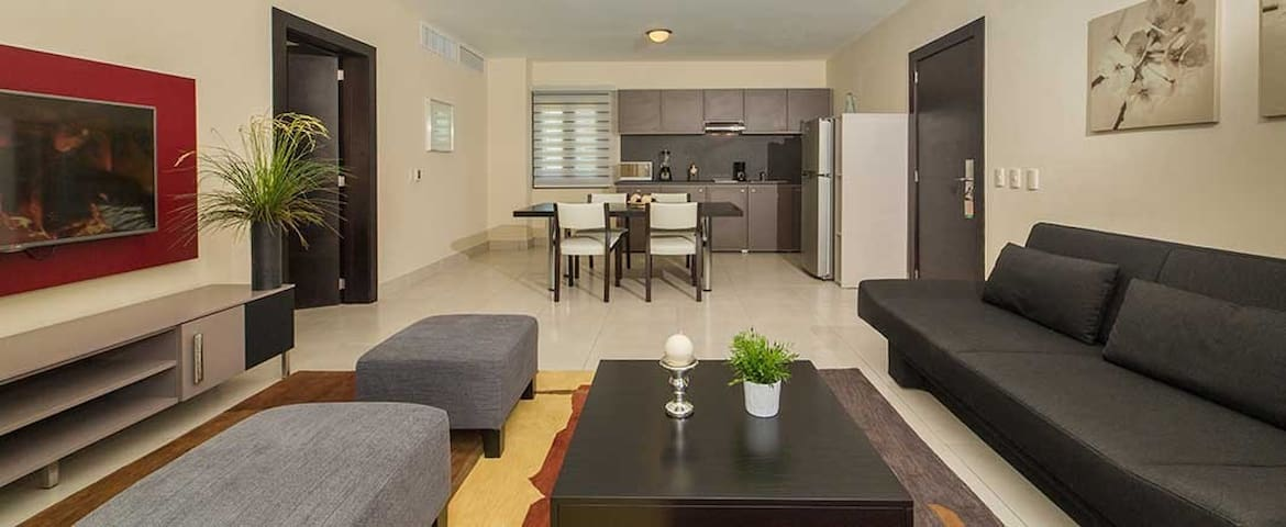 1 Bedroom Suite, right next to Poll and Ocean $699 USD (7 days) $65 - $85 All Incl. Fee pp/pd
