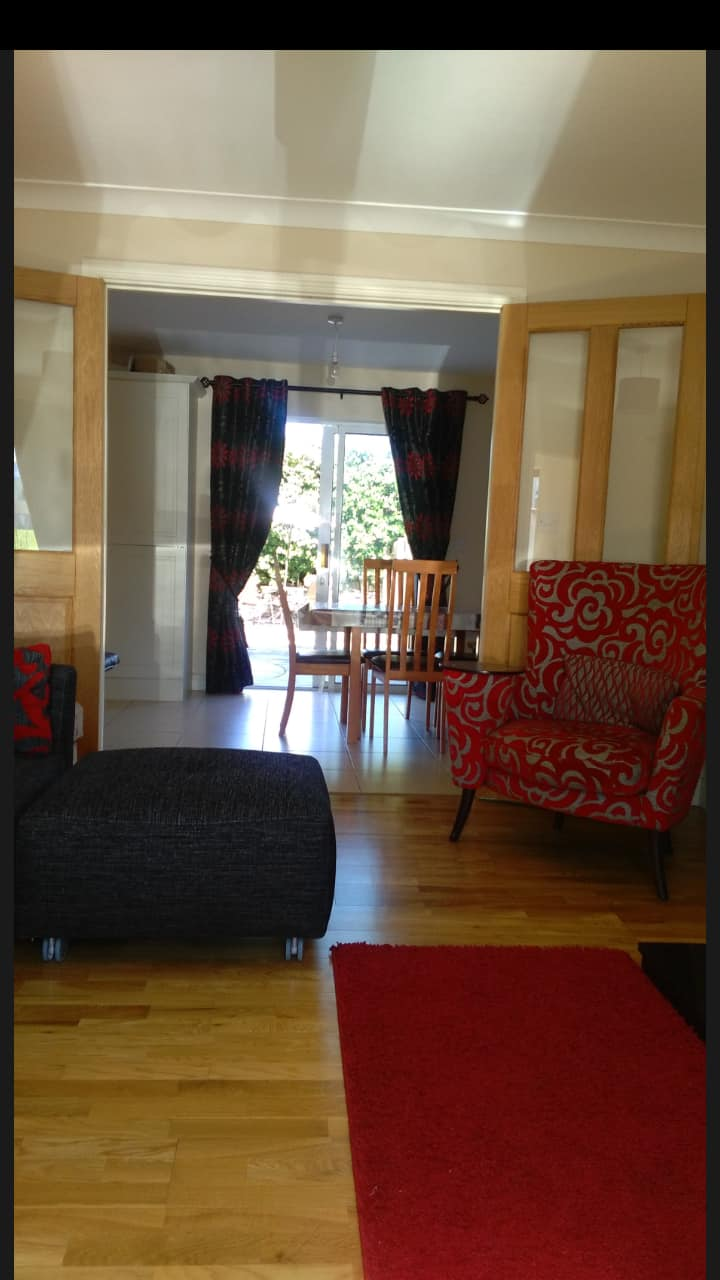 Family friendly - sleeps 6 - great outdoor space