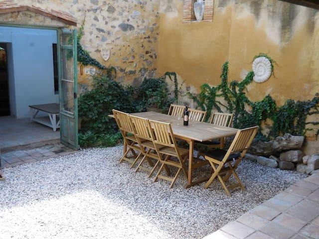 Azille Maison: charming holiday house, sleeps 1-6 - Azille - Huis