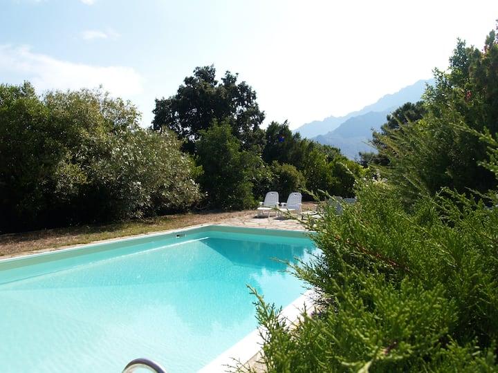 Grande propriété au calme avec piscine et vue