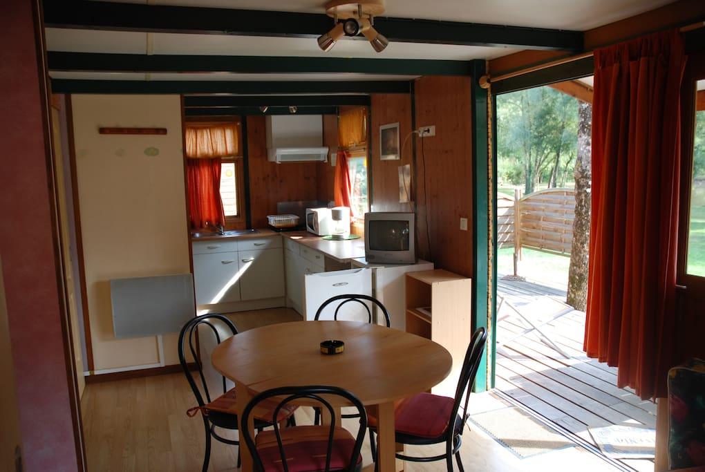 Chalet de 35m terrasse face au lac bungalow in affitto a puygouzon languedoc roussillon midi - Interieur chalet berg foto ...