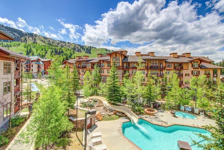 Mountainview condo w/ski-in/out access + Club Solitude access w/ pool & hot tub!